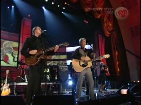 Arcade Fire & David Bowie - Wake Up | HQ | Fashion Rocks 2005